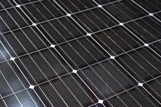 Energia słoneczna jest wytwarzana przez ogniwa słoneczne. czysta i czysta koncepcja czystej energii