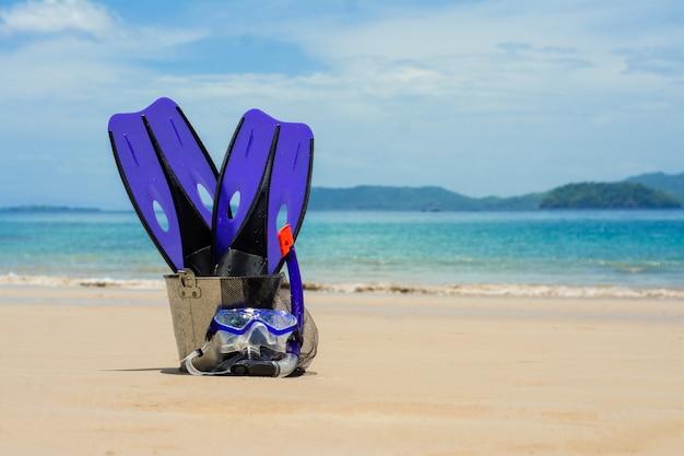 Equiment dla zrobić snorkel beach background
