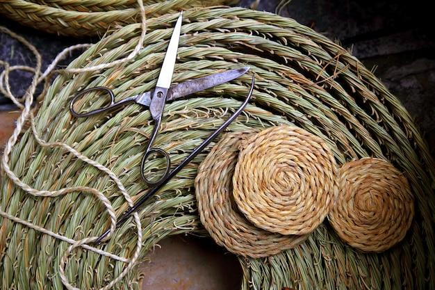 Esparto tkacz rzemiosła narzędzia nożyczki igły trzciny trawa enea
