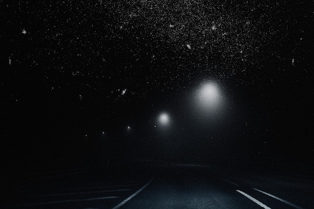 Estetyczne tło gwiaździstego nieba z remiksowanymi mediami drogowymi