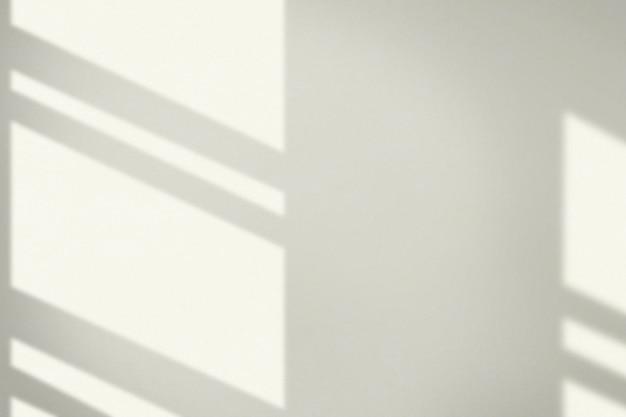 Estetyczne tło z cieniem okna podczas złotej godziny