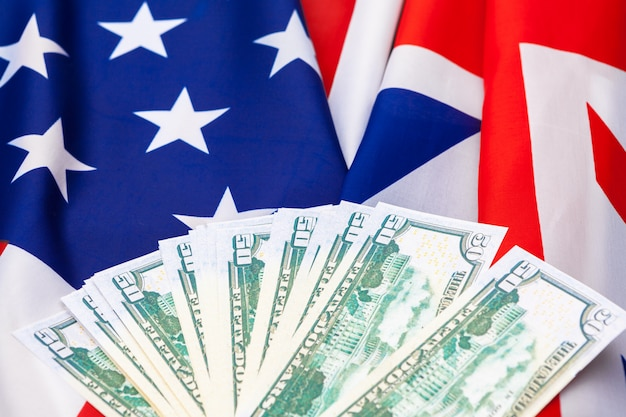 Et, finanse i nacjonalizm, zbliżenie amerykańskiej flagi i gotówka