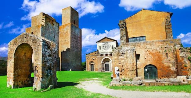 Etruskie miasto tuscania z kościołem san pietro. znaki włoch