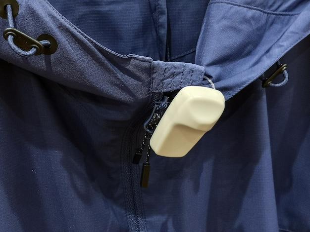 Etykieta eas na odzież. system kradzieży sklepowych i kradzieży.