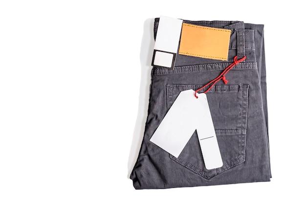 Etykieta metka na spodnie na białym tle