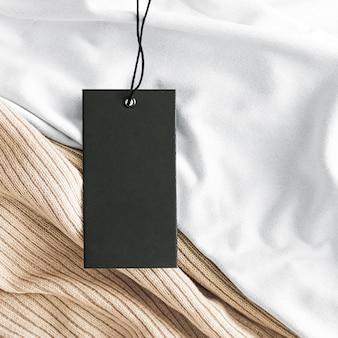 Etykieta odzieżowa na luksusowej tkaninie organicznej w tle zrównoważonej mody i koncepcji etykiety marki