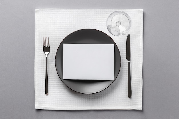 Etykieta stołu i widok z góry opatrunku