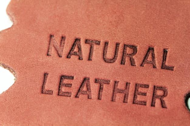 Etykieta z naturalnej skóry z bliska zdjęcie