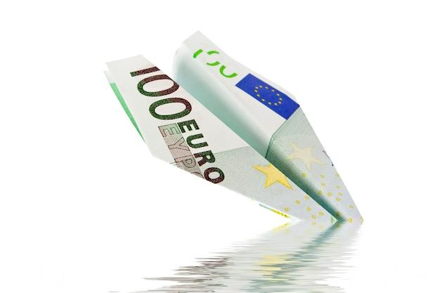 Euro tańsze na białym tle