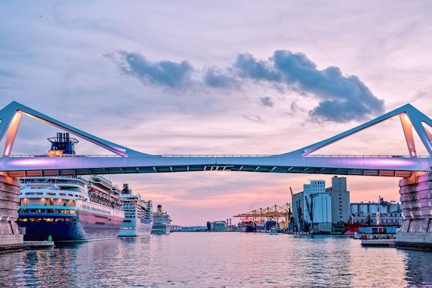 Europa most przy zmierzchem, barcelona, hiszpania