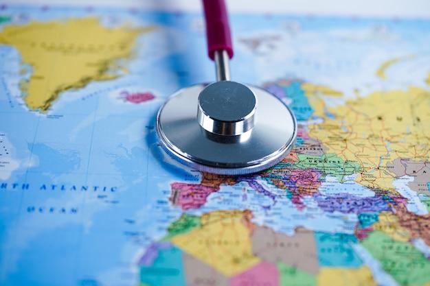 Europa: stetoskop z mapą świata