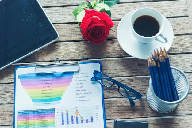 Excel stat arkusz kalkulacyjny analizy biznesowej statystyki wykresów z danymi finansowymi na wykresie i wykresie tabelarycznym