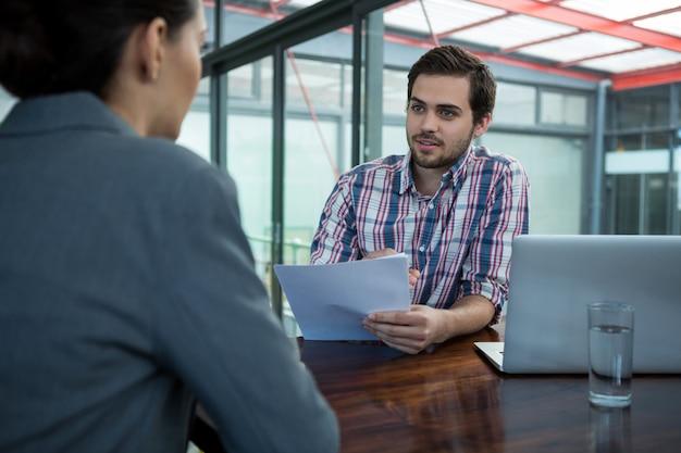 Executive business prowadzenie rozmowy kwalifikacyjnej z kobietą