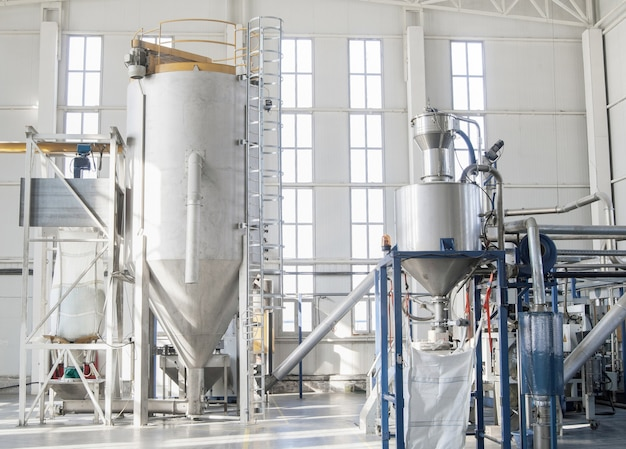 Fabryczne maszyny do przetwarzania i produkcji granulatów z tworzyw sztucznych