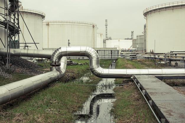 Fabryka chemii rurociągów z dużymi zbiornikami na połysk do oleju silnikowego produktu mieszalnika