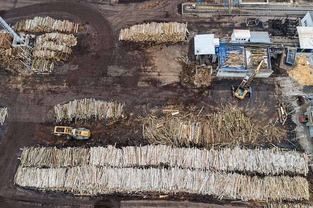 Fabryka do obróbki drewna z góry za pomocą drona