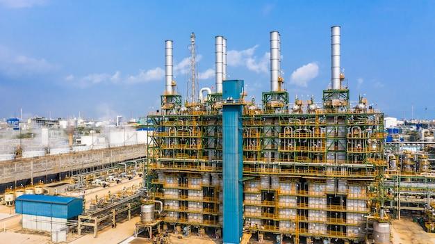 Fabryka polietylenu w parku przemysłowym, przemysł polietylenowy z lotu ptaka.