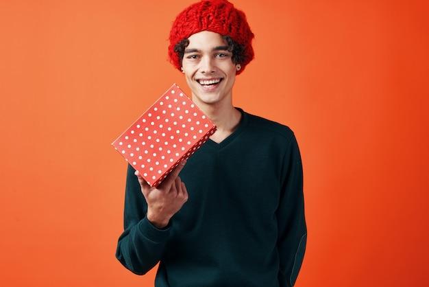 Facet w santa hat prezent świąteczny nowy rok wakacje