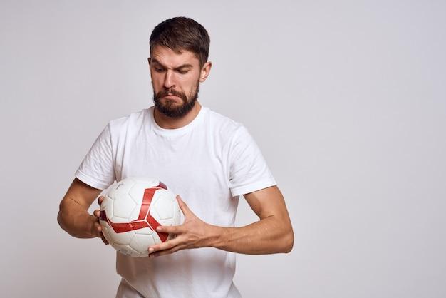 Facet z piłką nożną