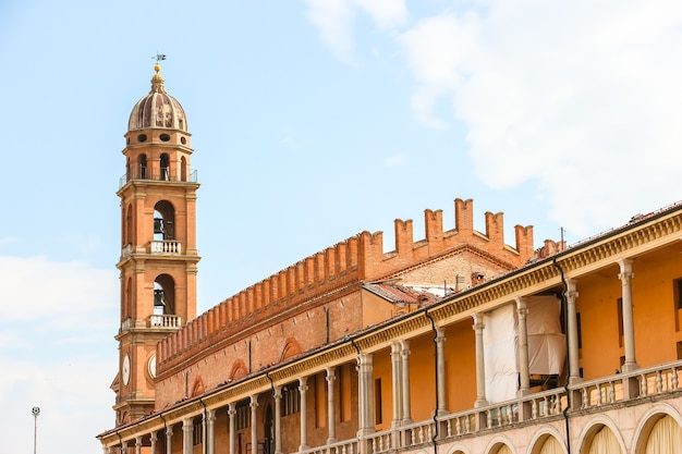 Faenza włochy piękna architektura centrum miasta faenza