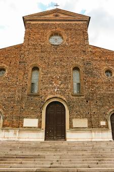 Faenza włochy piękna architektura katedry w faenzie cattedrale di san pietro apostolo