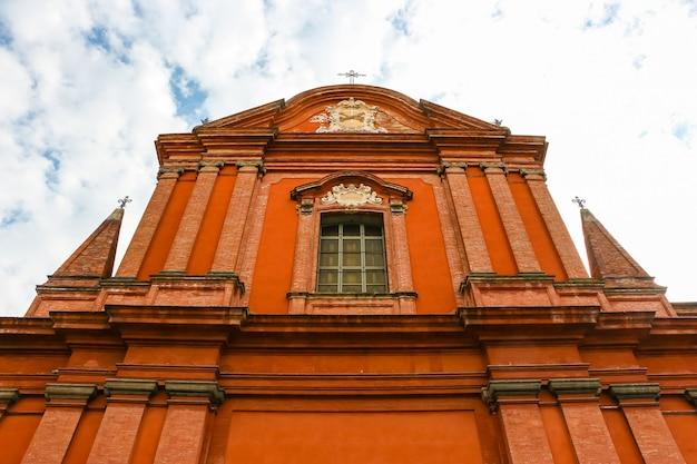 Faenza włochy piękna architektura kościoła katolickiego chiesa di san francesco w faenza