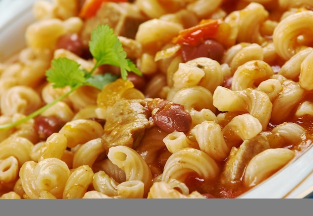 Fagioli soup - gęsta włoska zupa naładowana warzywami, mięsem i fasolą.