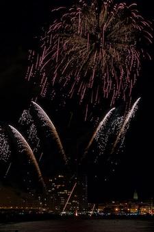 Fajerwerki rozświetlają niebo w palamos
