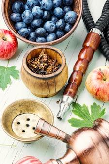 Fajka wodna z jagodami i jabłkiem