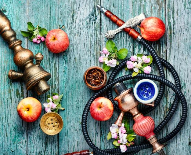 Fajka wodna z tytoniem jabłkowym