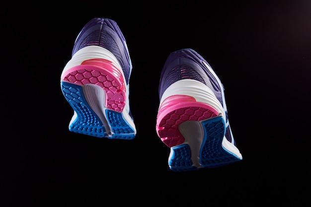 Faktura materiału obuwia sportowego stylowe obuwie do biegania i treningu na siłowni