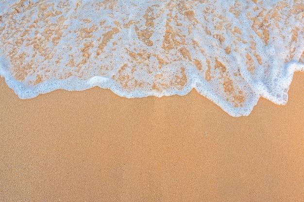 Fala w tle piasku