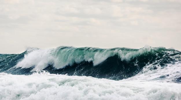Fale fal w głębokim morzu