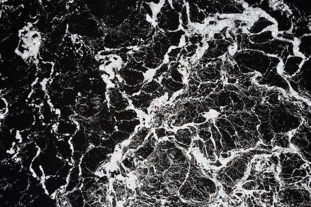 Fale wody w rzece z jacuzzi, widok z lotu ptaka. tło wody. abstrakcyjny wzór fal wodnych