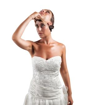 Fałsz żony. kobieta zmienia twarz
