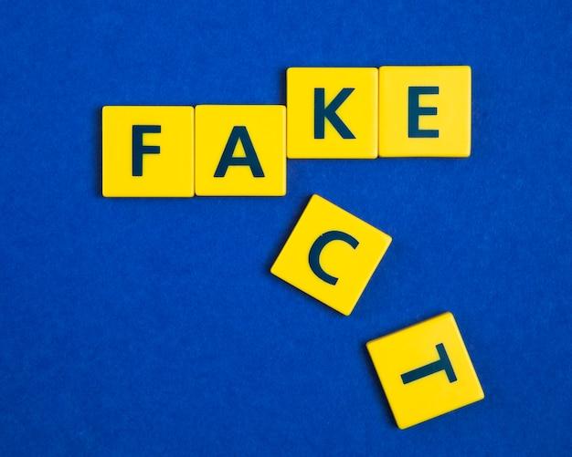 Fałszywy fakt na żółtych płytkach