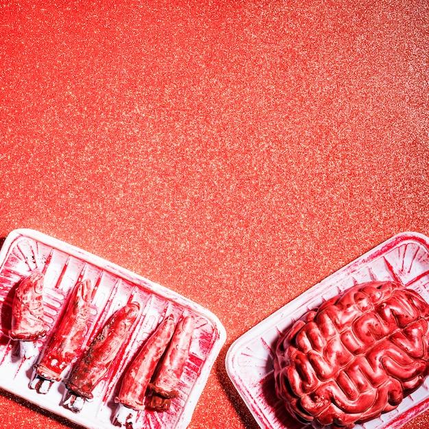 Fałszywy mózg i palce na imprezę halloweenową