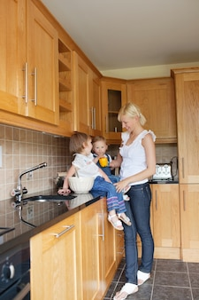 Familie w kuchni