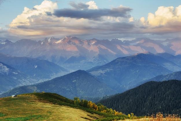 Fantastyczne ośnieżone góry