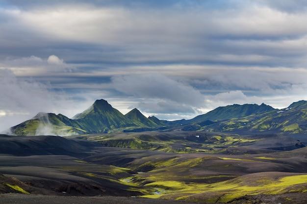 Fantastyczne wulkaniczne krajobrazy glistników