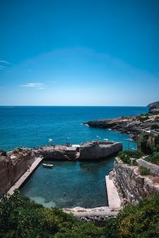 Fantastyczny widok na marina di novaglie w apulii