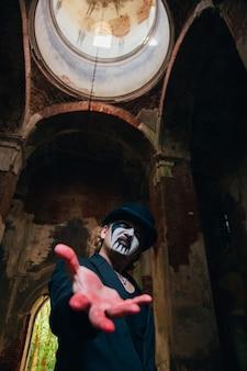 Fantasy horror halloween halloween scena z krwawym człowiekiem złym horrorem