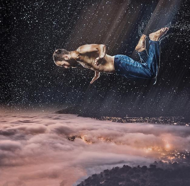 Fantazyjny obraz męskiego tancerza breakdance w wodzie na tle ciemnego nieba latający nocą nad miastem