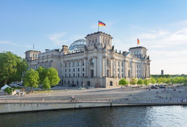 Fasada budynku reichstagu (rządu niemieckiego) w berlinie, niemcy