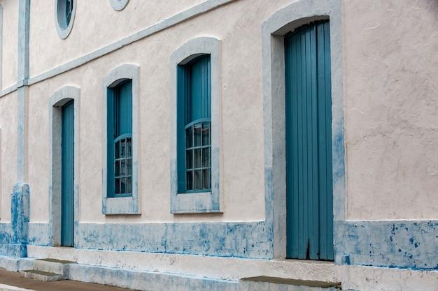 Fasada budynku w historycznym mieście
