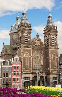 Fasada kościoła św. mikołaja, amsterdam, holandia