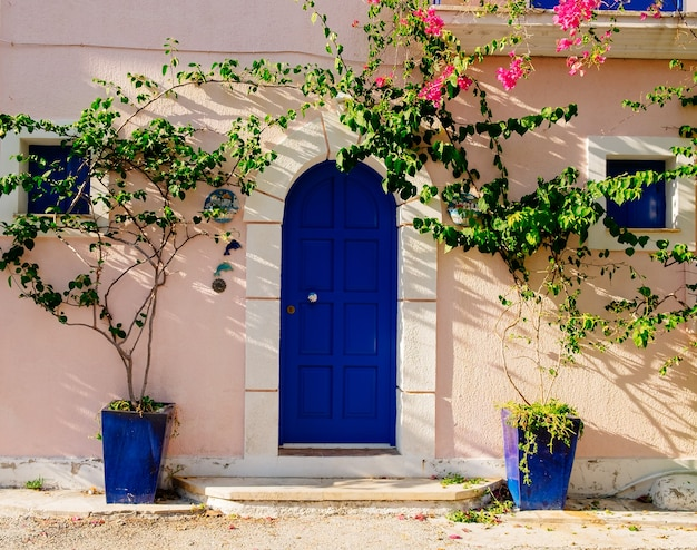 Fasada tradycyjnego greckiego budynku. grecja. kefalonia