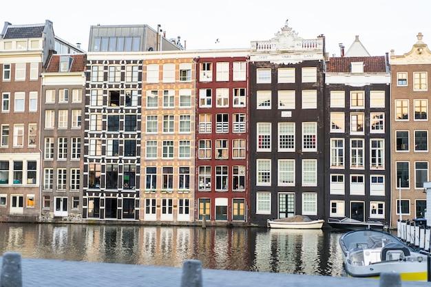 Fasady z amsterdamu, okna