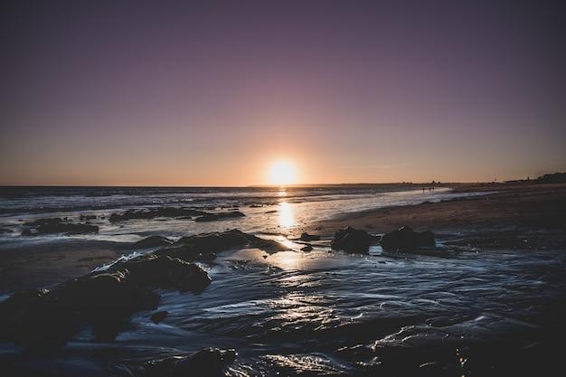 Fascynujący widok na morze podczas zachodu słońca