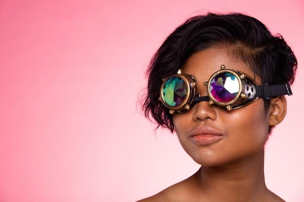 Fashion model woman wear kalejdoskop okulary